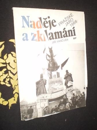 NADĚJE A ZKLAMÁNÍ - Jiří Vančura